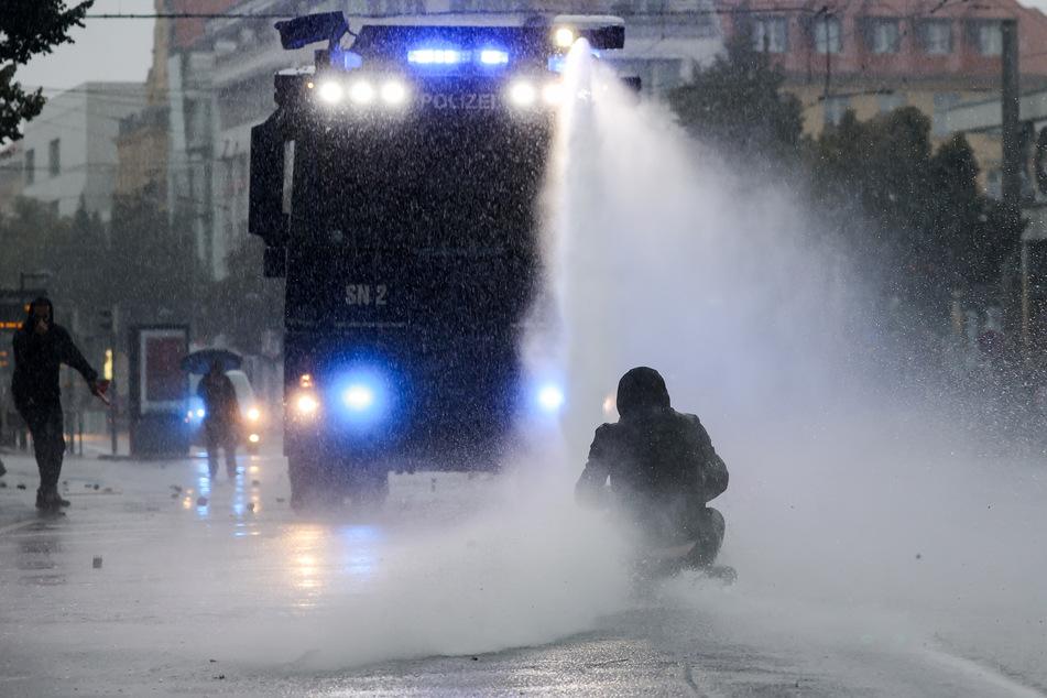 """Leipzig: Bilanz: Sieben Polizeibeamte bei """"Wir sind alle LinX""""-Demo verletzt, enormer Sachschaden"""