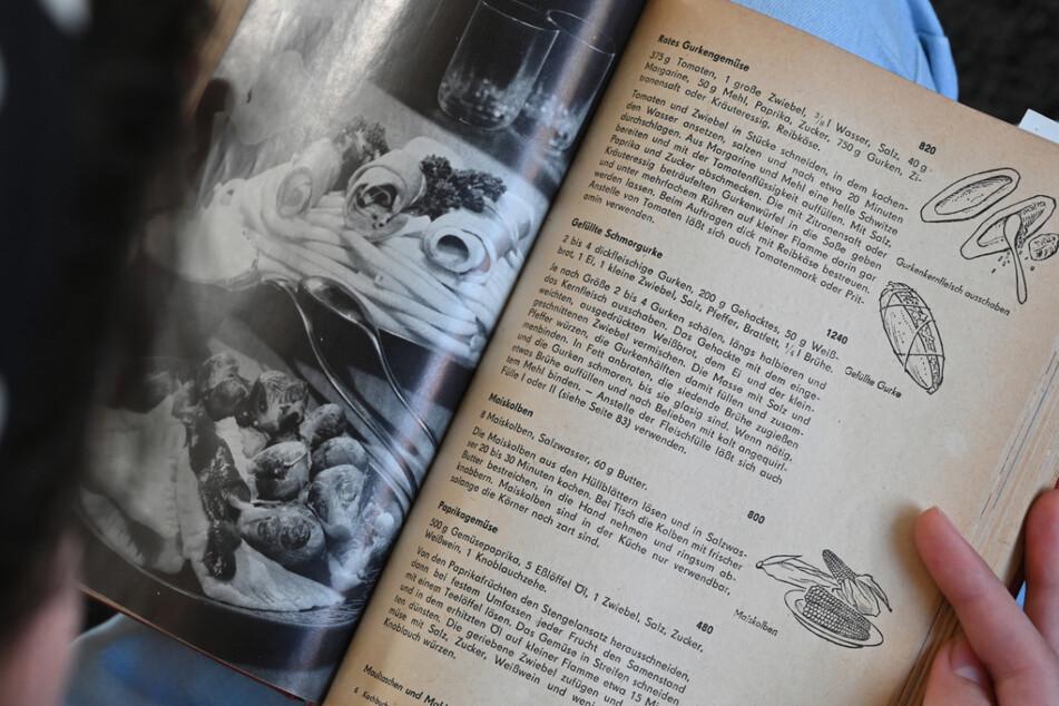 """In """"Wir kochen gut"""" werden die Grundlagen des Kochens erklärt. Allein bis zur Wende wurden mehrere Millionen Exemplare beider """"Küchen-Standardwerke"""" verkauft."""