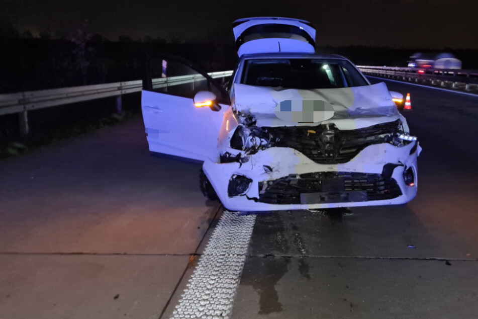 Unfall A14: Renault kracht in Transporter: Zwei Verletzte bei Unfall auf der A14