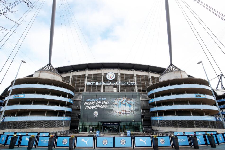 Überall, wie hier im Etihad Stadium von Manchester City, ruht der Fußball.
