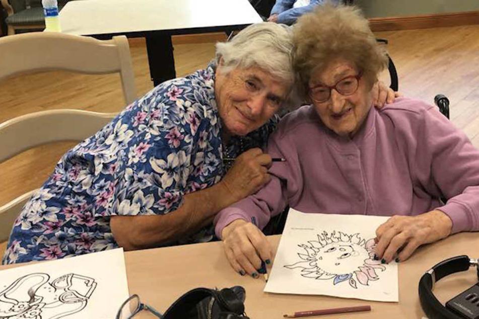 Bei ihrem Treffen malten Joanna Loewenstern (li.) und Lilliana Ciminieri zusammen. Ein Vergnügen, dass Mutter und Tochter bislang nie hatten.