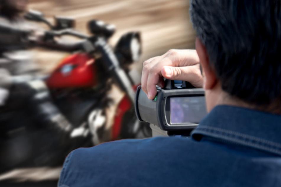 Ein Motorradfahrer war auf der A93 mit 225 Stundenkilometern unterwegs. (Symbolbild)