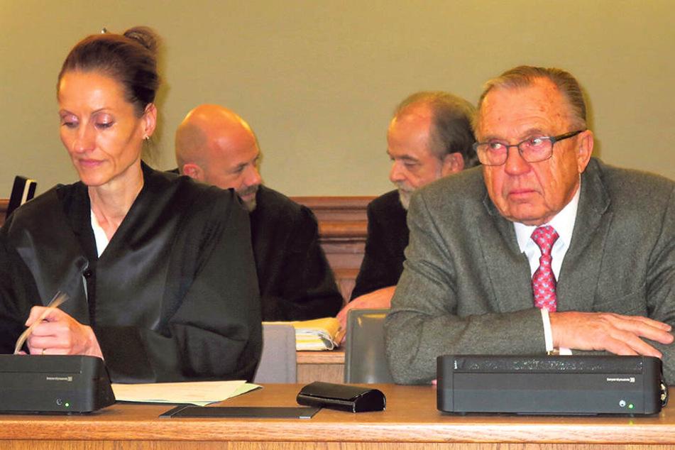 Er führte die Landesbank in den  Untergang: Herbert Süß, hier mit Anwältin Annette Clemens-Sternberger, war von  2005 bis zum Crash 2007 Vorstands-Chef.