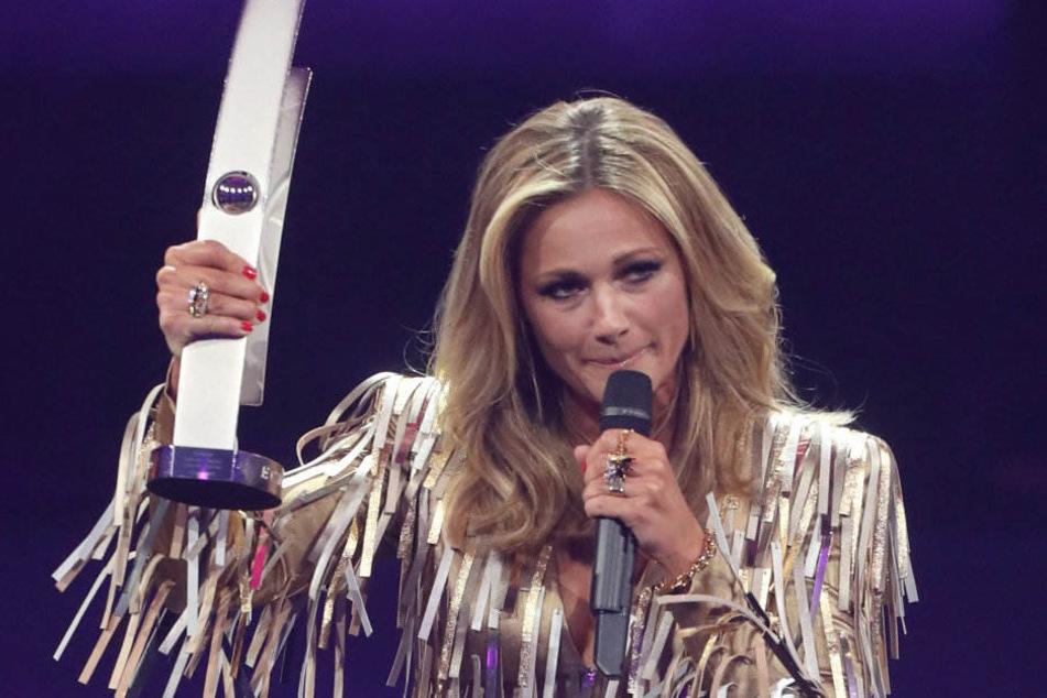 Sängerin Helene Fischer erhält den Echo für Schlager bei der 27. Verleihung.