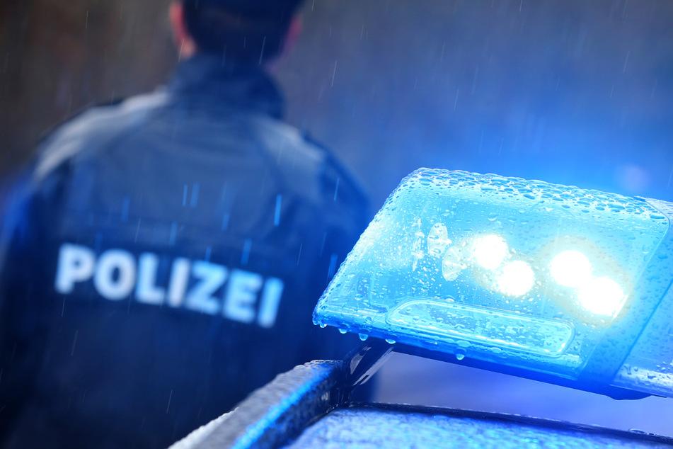 Mit Falschgeld hat ein Unbekannter in Bayern einen Autofahrer betrogen: Die Polizei sucht nun nach dem Täter. (Symbolbild)