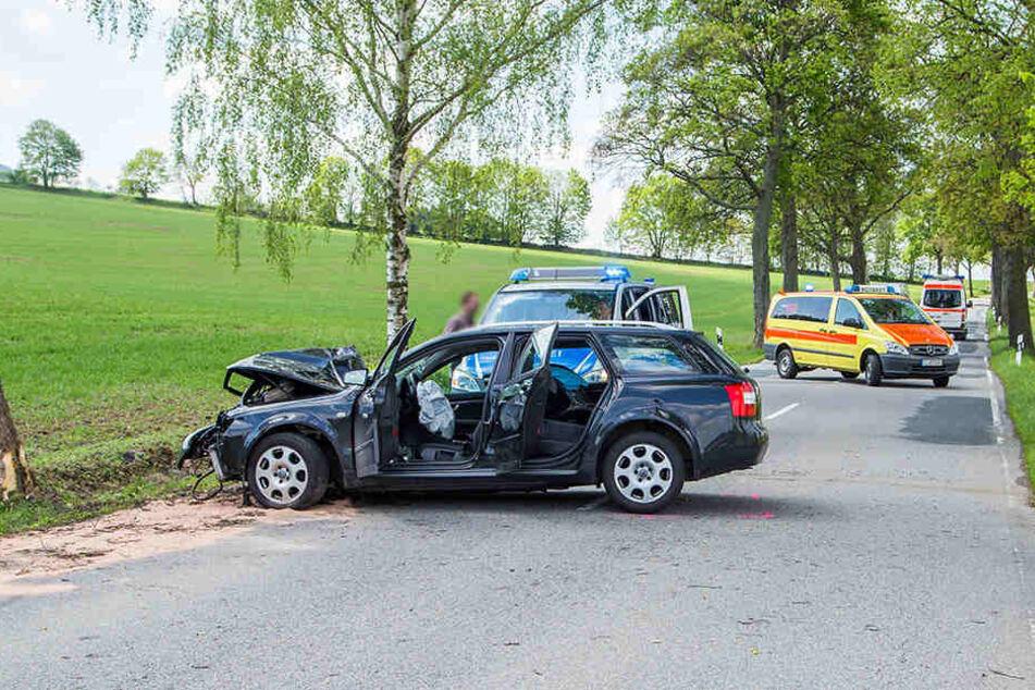 Die Frau wurde bei dem Unfall verletzt und musste in ein nahegelegenes Krankenhaus eingeliefert werden.