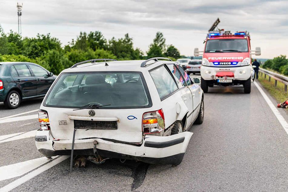 Auch auf der Landstraße kam es aufgrund des Unfalls zu Verkehrsbehinderungen.