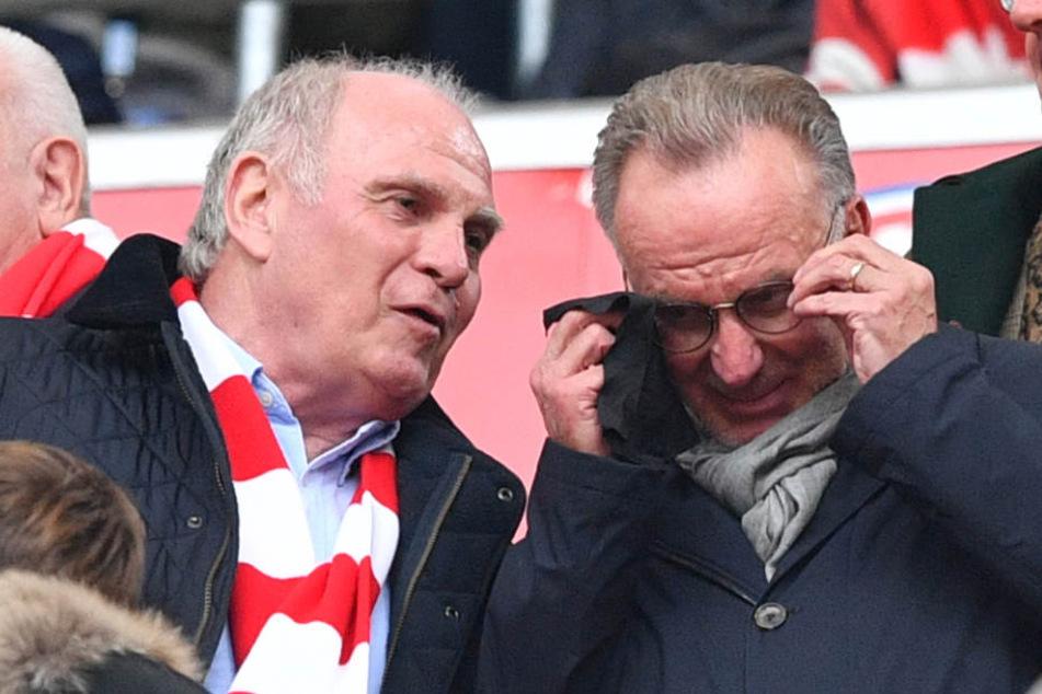Uli Hoeneß (l) lobte Dortmund und sprach seinen Bayern die Außenseiter-Rolle zu. (Archivbild)