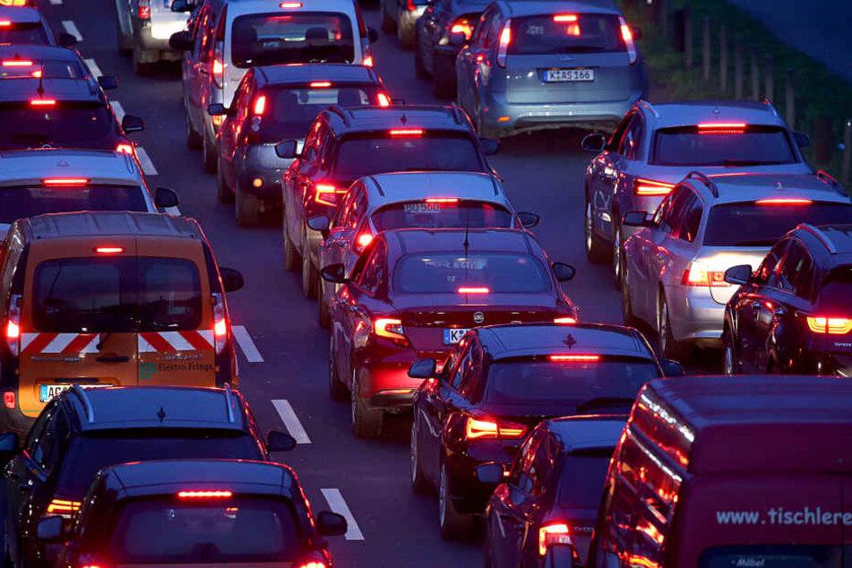 Keine Bahnen und Busse wegen Warnstreiks - Kitas schließen