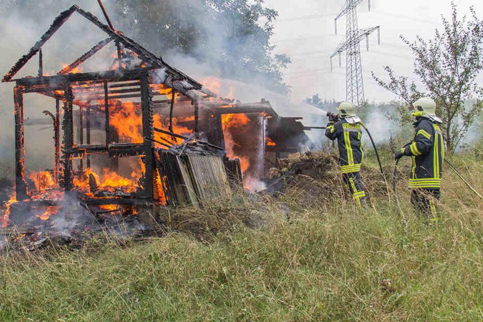Die Hütte brannte komplett nieder.