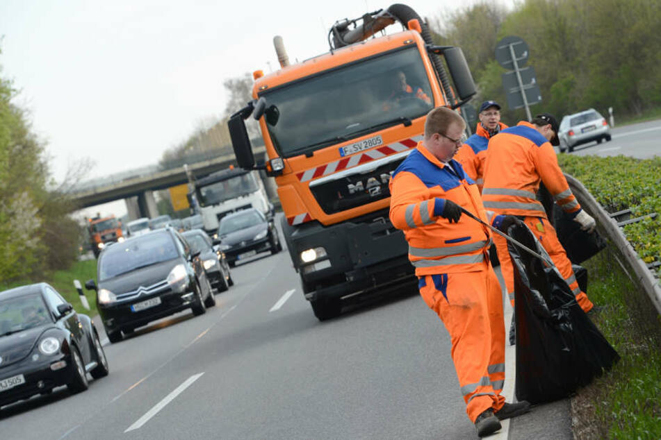 Sie wollen helfen, werden aber bei ihrer Arbeit behindert: Straßenwärter.