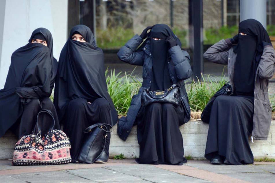 Frauen stabilisieren Salafisten-Szene: 11 Gefährderinnen soll es in NRW geben. (Symbolbild)