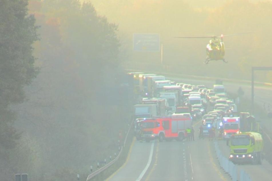 Für die Landung des Rettungshubschraubers musste die Autobahn in beiden Richtungen komplett gesperrt werden.