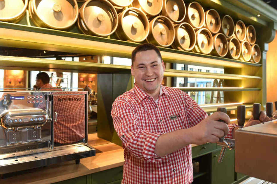 Betriebsleiter Torsten Reschke (37) freut sich, dass in wenigen Tagen aus dem Zapfhahn das Bier fließt.