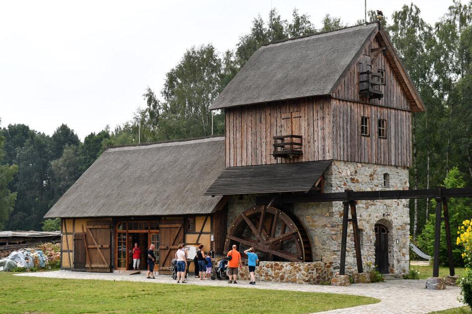 An dieser Mühle gibt es das Freilichtkino im Sommer.