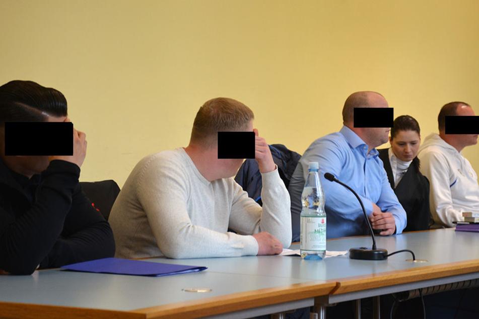 Weil sie bei der Aufstiegsfeier des FSV Zwickau im vergangenen Mai Pyrotechnik gezündet haben sollen, wird vier Männern der Prozess gemacht.
