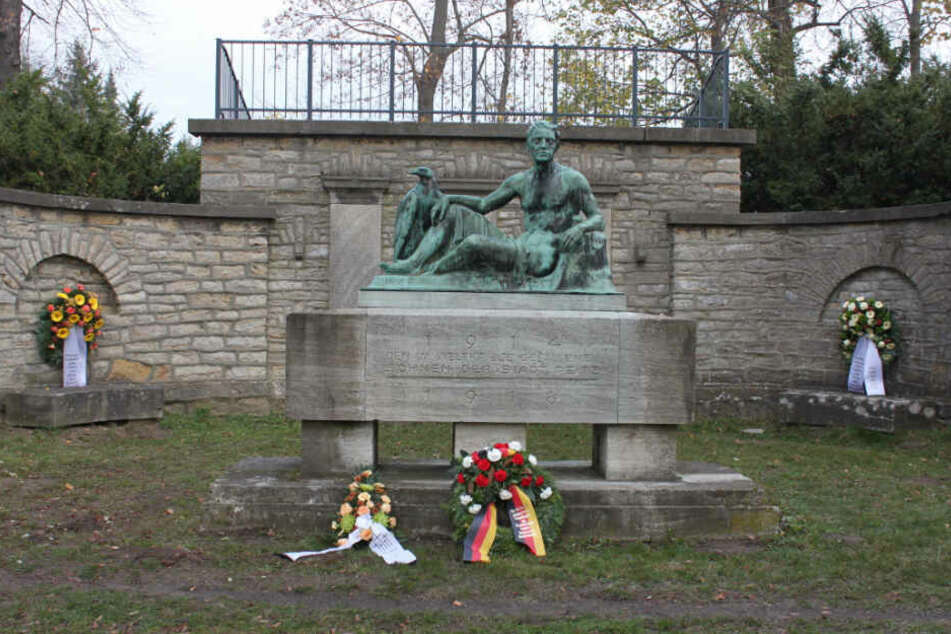 Berlin: Gestohlenes Kriegerdenkmal: Polizei findet Bronze-Plastik im Auto!