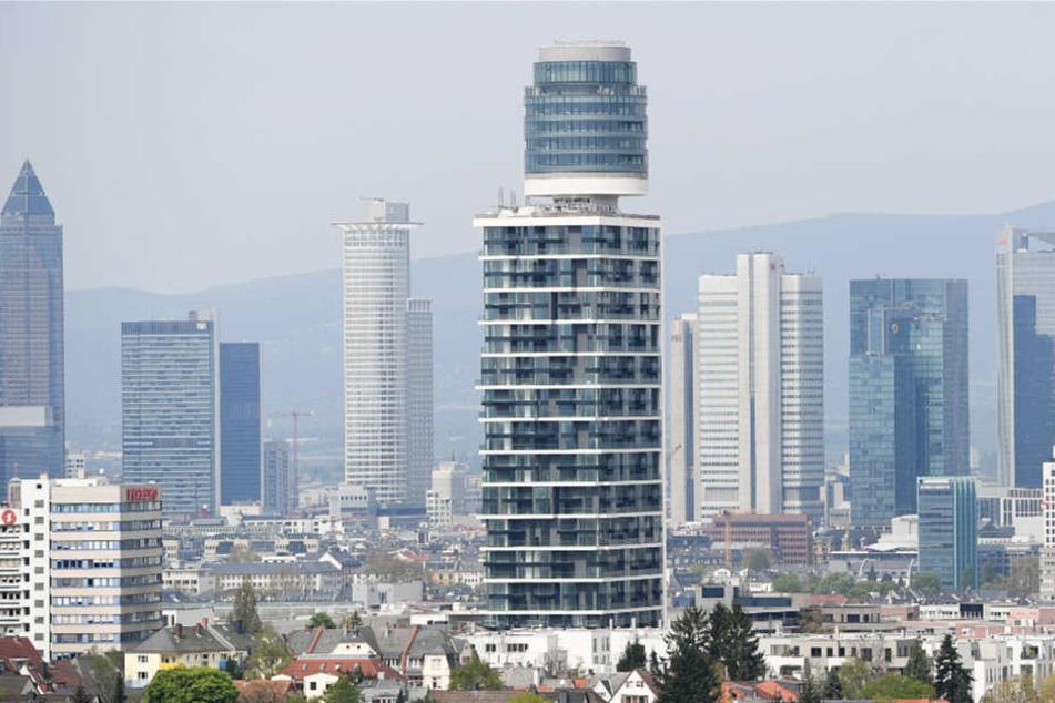 Ebenfalls ein teures Pflaster: Das Foto zeigt den neuen Henninger Turm in Frankfurt-Sachsenhausen.