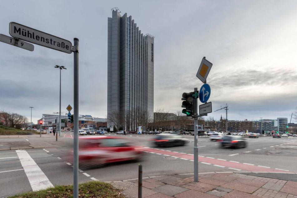 Der Verkehr an der Brücken-/Mühlenstraße ist für Blinde eine Gefahr.