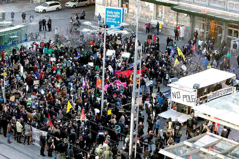 Rund 1500 Demonstranten versammelten sich am Wiener Platz.