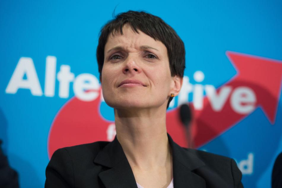 Wagenknecht sexy sahra German opposition