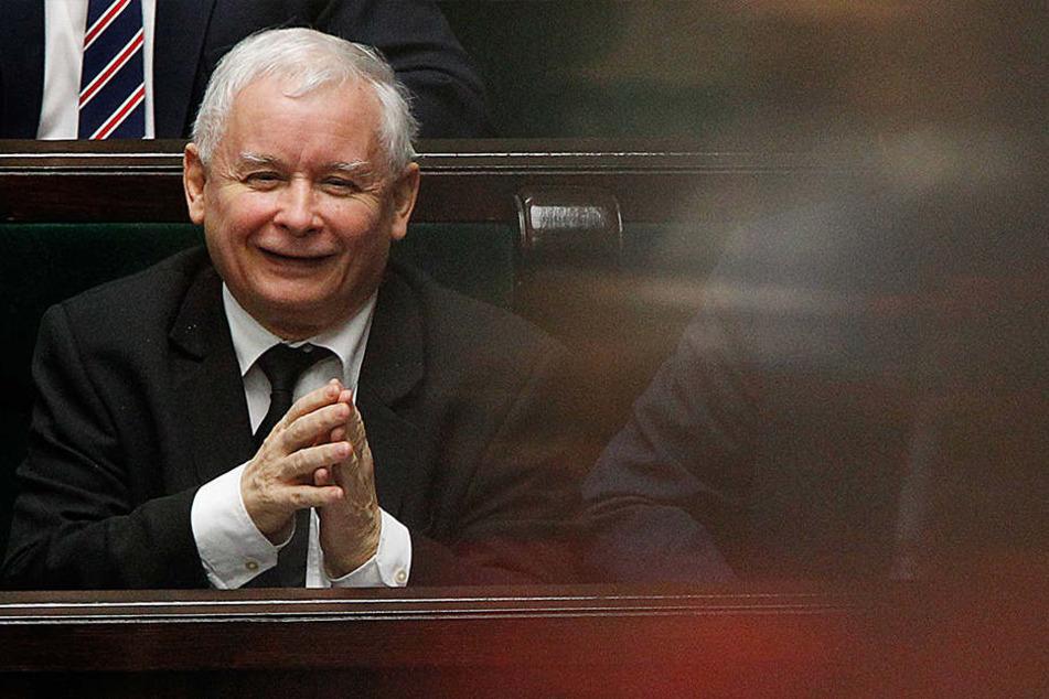 Der PiS-Vorsitzende Jaroslaw Kaczynski. bei einer Regierungs-Sitzung in Warschau. Der Sejm hat am 8. Dezember 2017 das umstrittene Justiz-Gesetz verabschiedet.