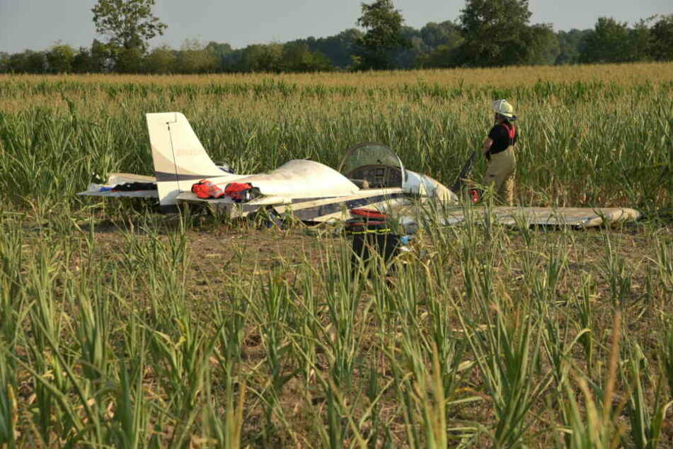 Der Segelflieger mit zwei Insassen stürzte etwa fünf Meter in die Tiefe. Eine 17-jährige Flugschülerin und der 46-jährige Fluglehrer wurden schwer verletzt (Symbolbild).