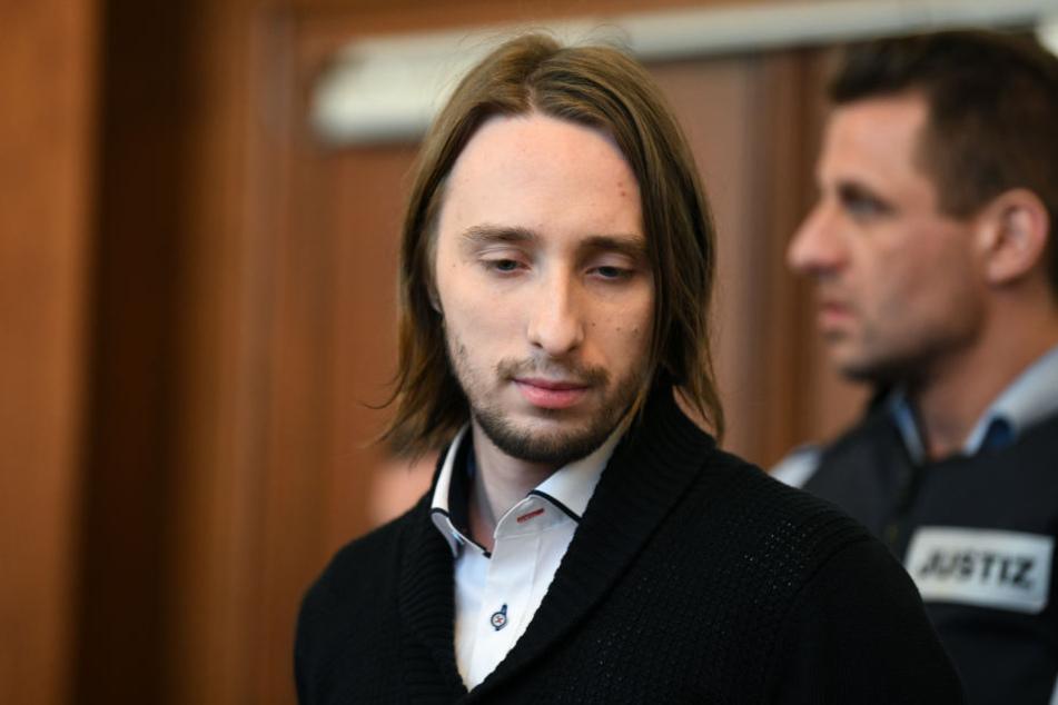 Sergej W. (29) im Gerichtssaal. Der Staatsanwalt fordert für den BVB-Bomber lebenslängliche Haft. Was sagt die Verteidigung am Donnerstag?