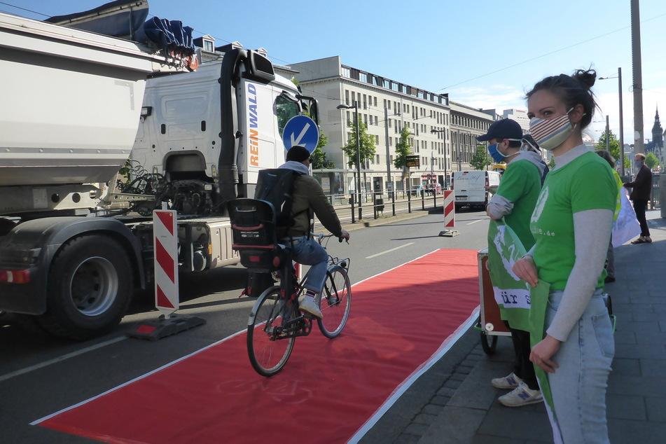 Der Umweltbund Ökolöwe fordert eine eigene Radspur am Ranstädter Steinweg.