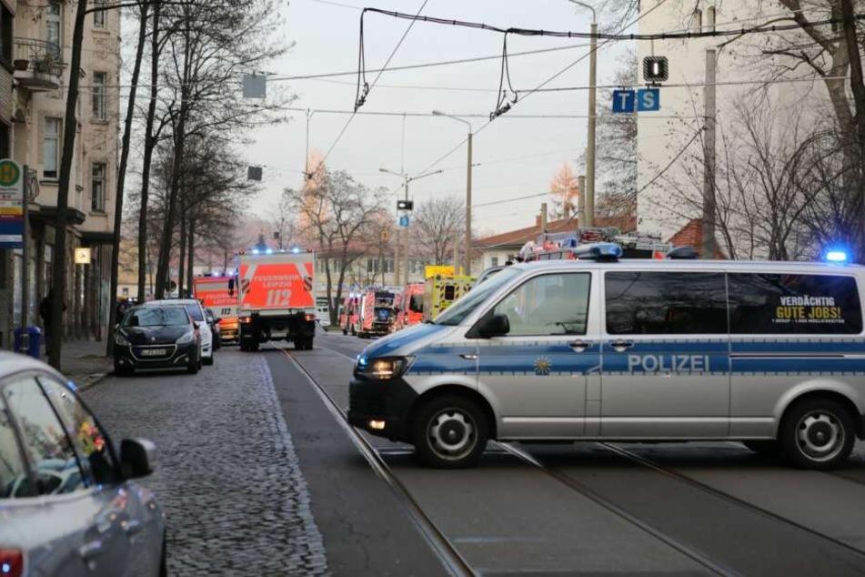 Die Feuerwehr soll mit 15 Einsatzwagen vor Ort gewesen sein.
