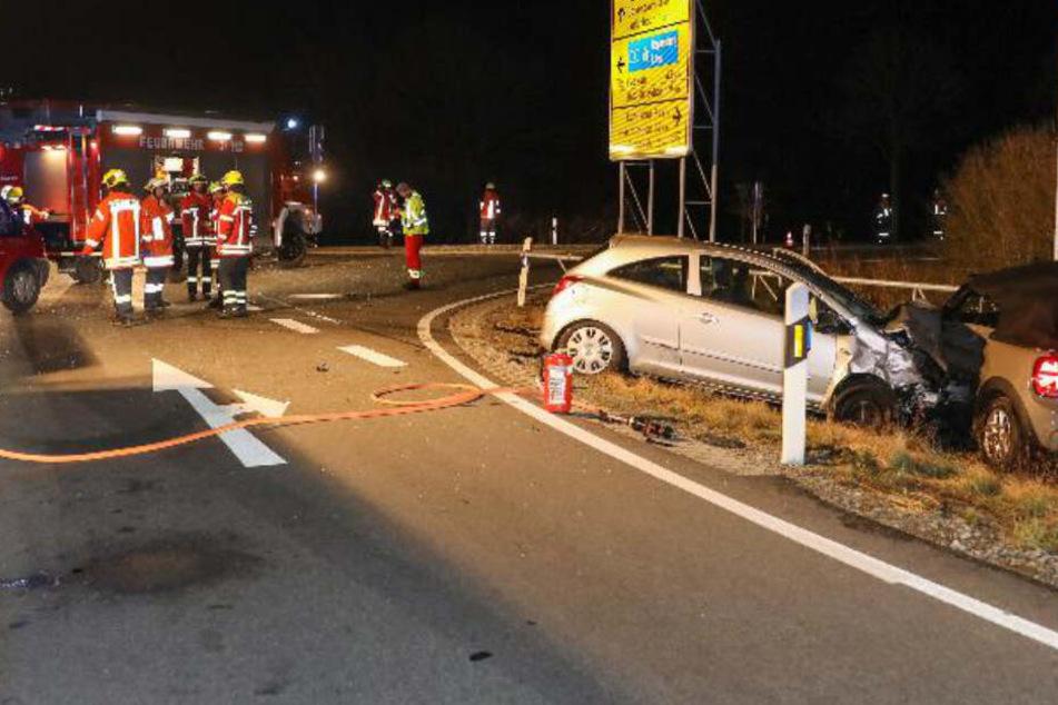 Tödlicher Unfall: Mini-Fahrerin (70) missachtet Vorfahrt und kracht mit Opel zusammen