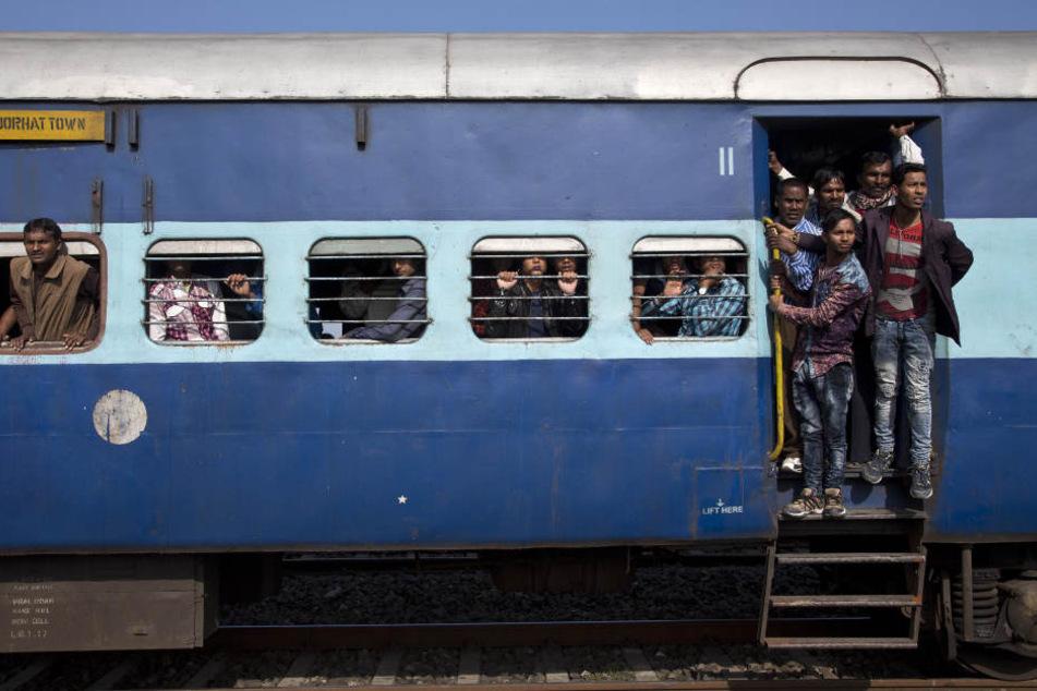 Der Zug konnte noch rechtzeitig bremsen, bevor es zu einem tragischen Unglück gekommen wäre. (Symbolbild)