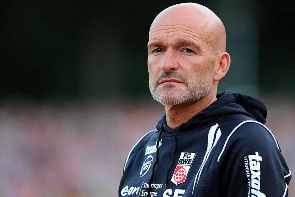 Stefan Emmerling schaut so drein wie die sportliche Situation bei Rot Weiß Erfurt ist.