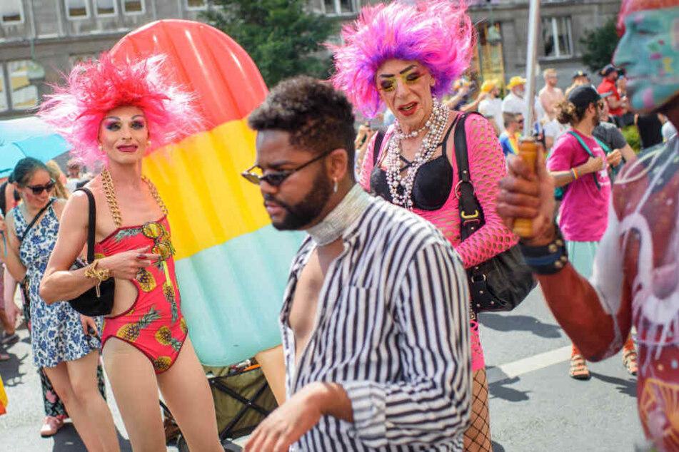 """Party """"quer"""" durch Berlin! CSD zieht Tausende Feier-Freunde auf die Strassen"""