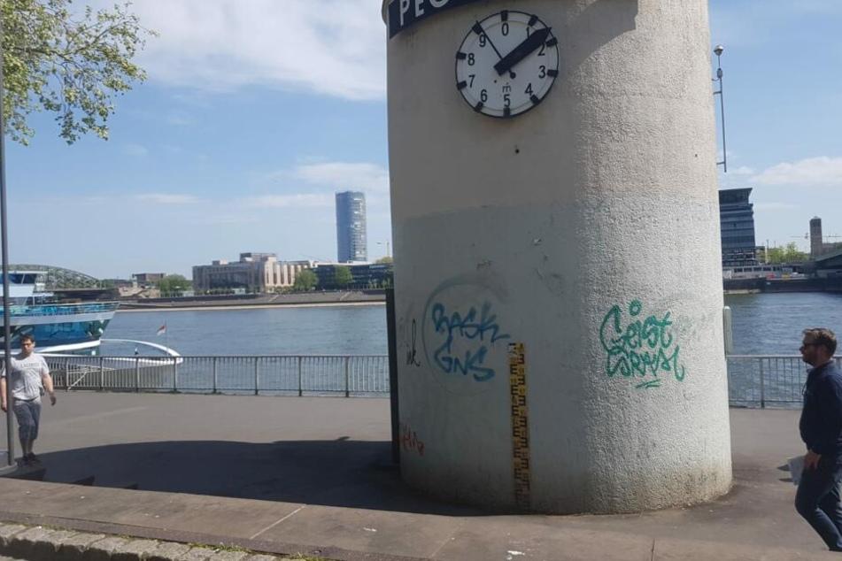Der Pegel Köln ist von Sprayern beschmiert worden.