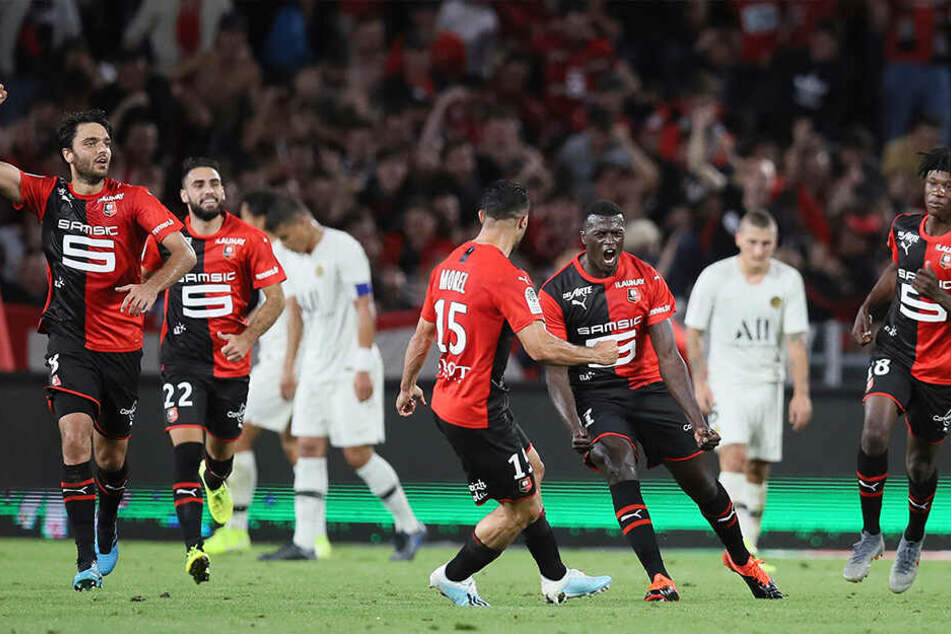 Der Ausgleich von Stade Rennes am vergangenen Wochenende gegen Meister Paris. Camavinga am rechten Bildrand jubelt noch verhalten mit.
