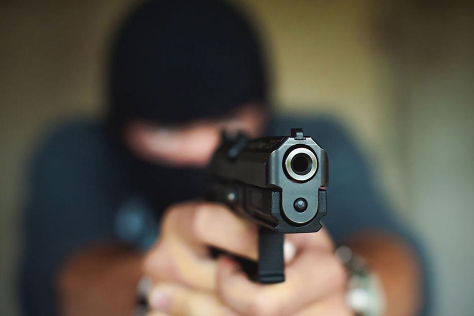 Die Kölner Polizei sucht einen bislang unbekannten Schützen.