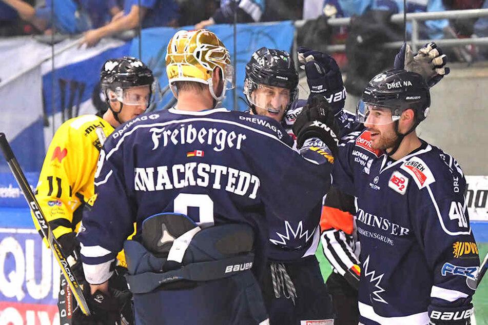 Jordan Knackstedt legte zweimal auf Nick Huard (r.) auf, der die Eislöwen auf die Siegerstraße brachte.
