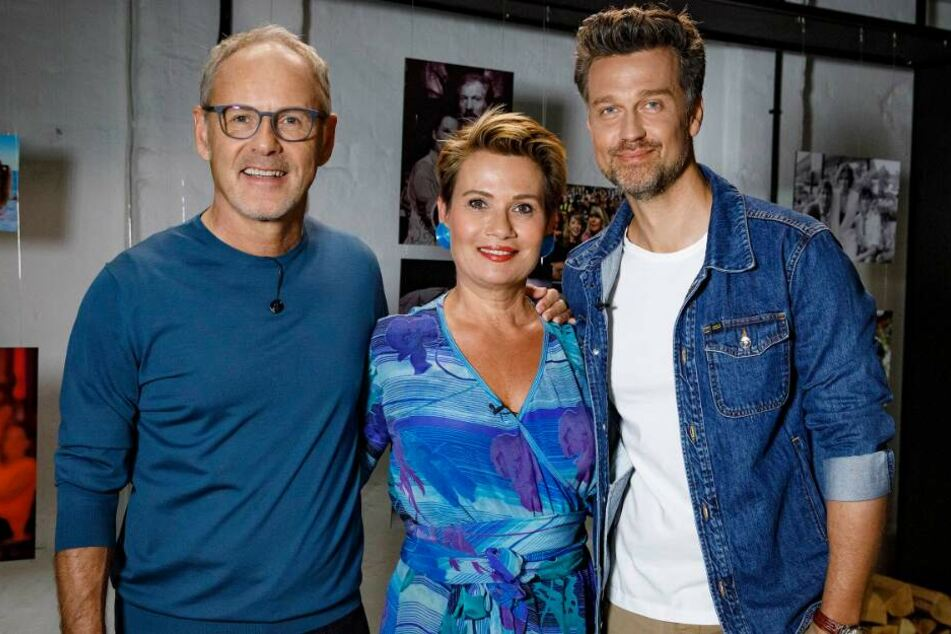 Reinhold Beckmann (l) begrüßt in seiner Talkshow Jenny Jürgens (m) und Wayne Carpendale.