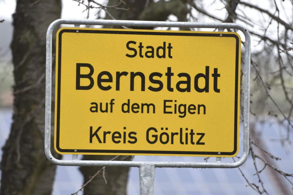Im Städtchen Bernstadt auf dem Eigen wurde ein Kind so schwer verletzt, dass es wenig später verstarb.