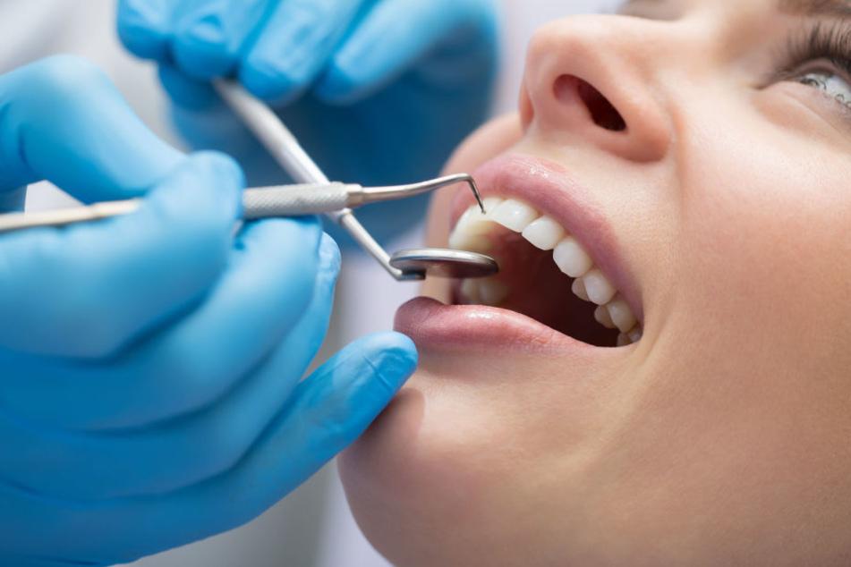 """Gericht entzieht """"Spanner-Zahnarzt"""" die Zulassung"""