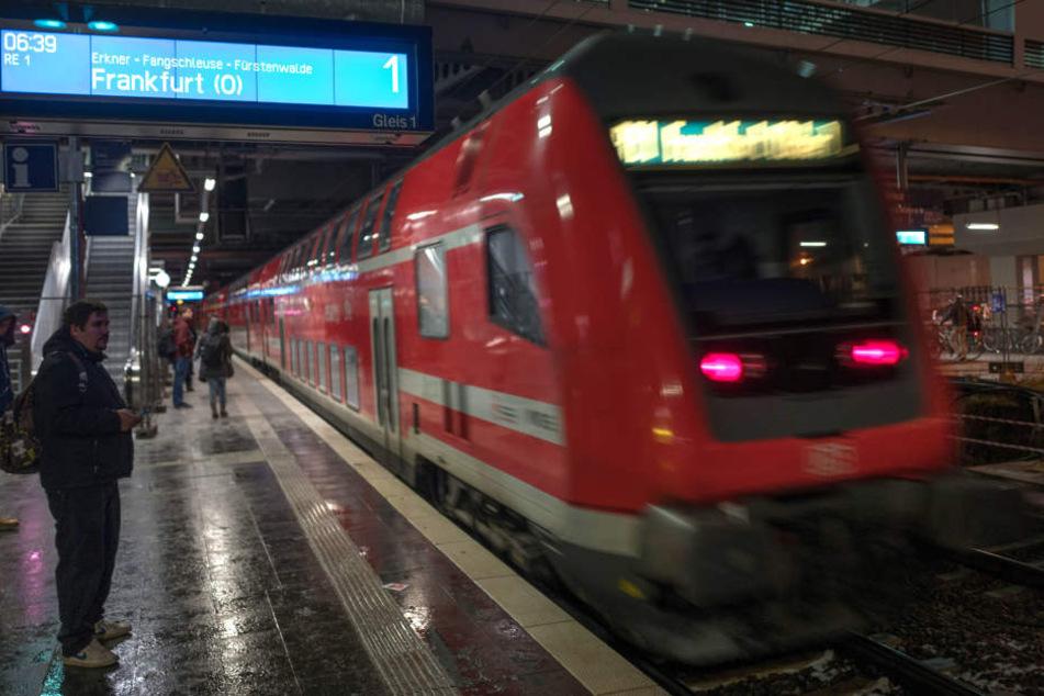 Es ist noch nicht bekannt, wann der Bahn-Verkehr wieder gewohnt laufen wird. (Symbolbild)