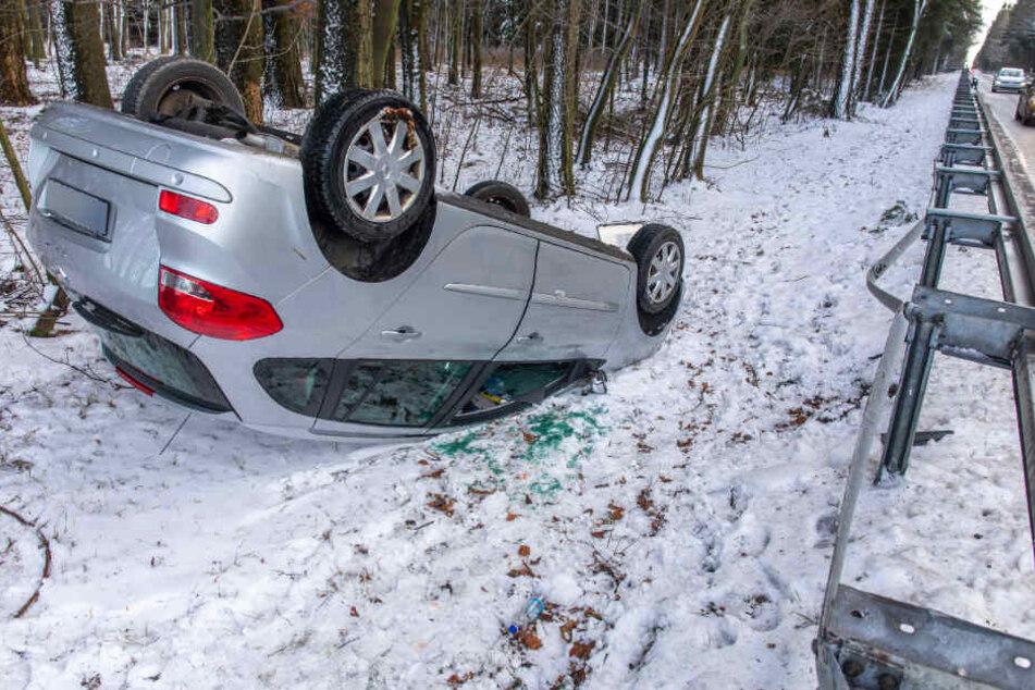 Heftiger Unfall im Erzgebirge: Renault überschlägt sich!