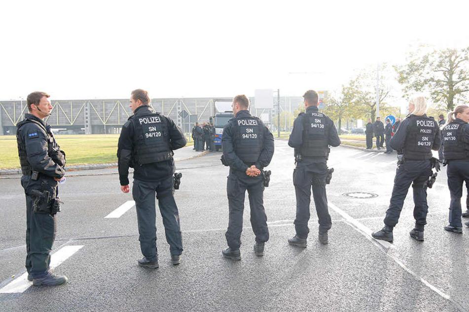 Etliche Einsatzkräfte der Polizei waren bei der Protest-Aktion vor Ort.