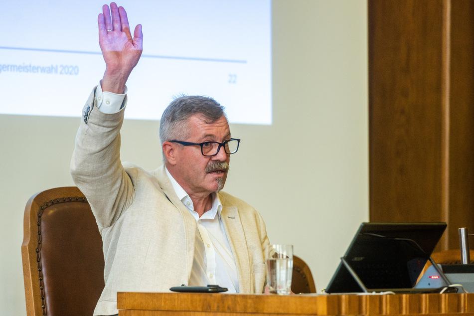 Miko Runkel (59, parteilos) übernimmt den OB-Posten kommissarisch, bevor Sven Schulze sein Amt antritt.