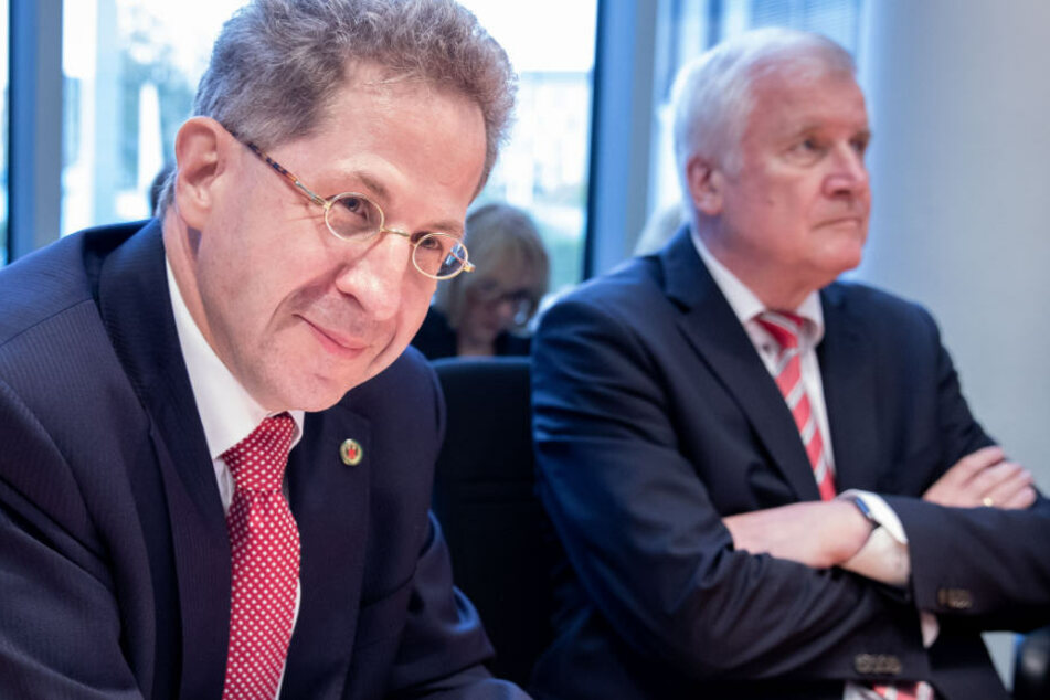 Hans-Georg Maaßen (l) soll nun doch entlassen werden.