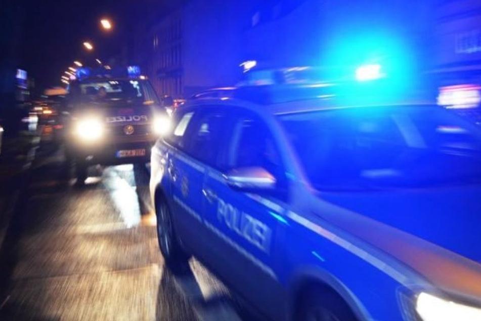 Die herbeigerufene Polizei suchte die Gegend erfolglos nach den Tätern ab. (Symbolbild)