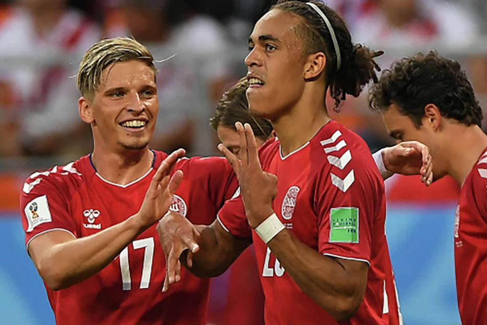 Yussuf Poulsen (weißer Haargummi, hier nach seinem Siegtreffer gegen Peru) steht angeblich im Fokus einiger Premier-League-Teams.