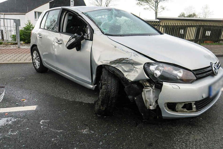 Die Fahrerin wurde bei dem Unfall verletzt.