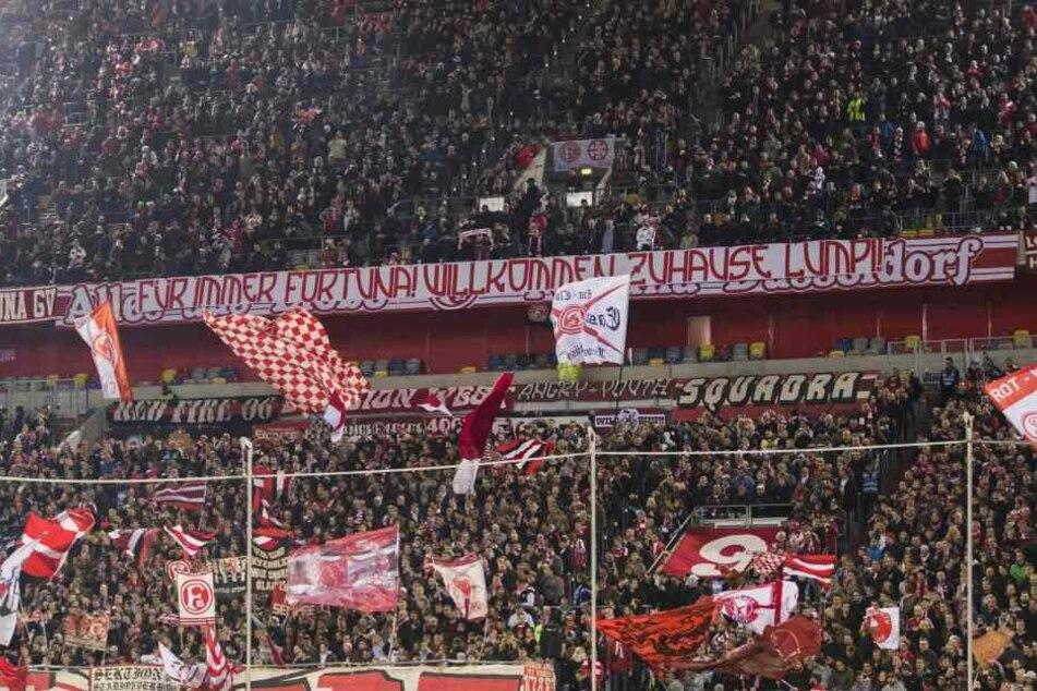 """Bei der Fortuna ist """"Lumpi"""" Lambertz immer noch eine Legende, wie dieses Spruchband der Düsseldorfer Anhänger beweist."""